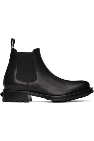 VALENTINO GARAVANI Men Chelsea Boots - Black Roman Stud Chelsea Boots