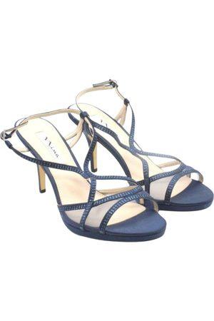 NINA Leather sandal