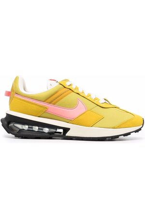Nike Wmns Air Max Pre-Day LX trainers