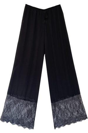 Women Sweats - Women's Artisanal Black Orchid Chantilly Lace Pantalones Large Carol Coelho