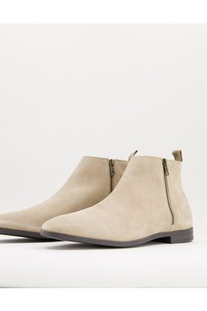ASOS Chelsea boots in stone suede with natural sole-Neutral