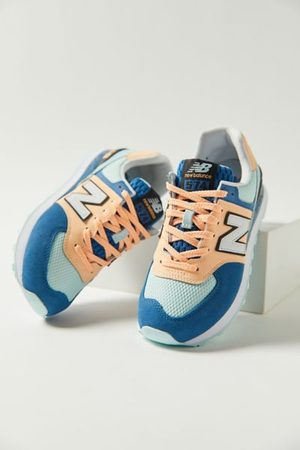 New Balance 574 Women's Sneaker
