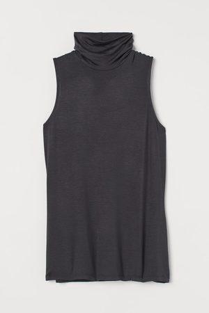 H & M Sleeveless Turtleneck Top