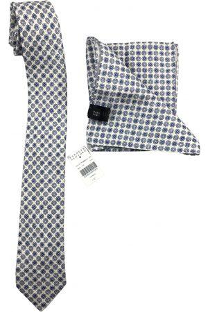 Barneys Tie