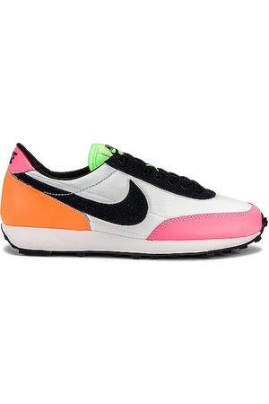Nike Dreak Sneaker in Pink.