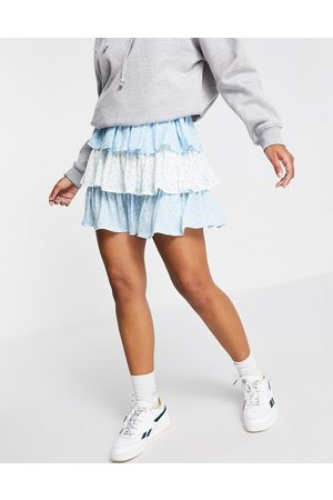 Twisted Wunder Tiered mini skirt in daisy print-Multi