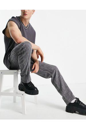 ASOS Men Chinos - Skater fit pants in textured finish with split hem in -Grey