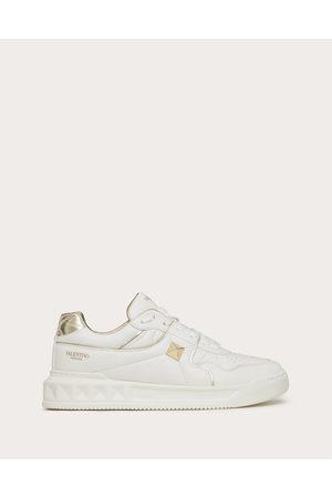 VALENTINO GARAVANI Men Sneakers - One Stud Low-top Sneaker In Nappa Leather Man /platinium 100% Lambskin 39