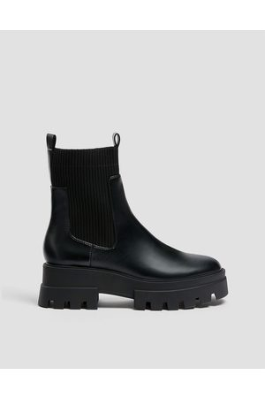 Pull&Bear Chunky flat ankle chelsea boots in