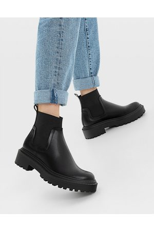 Stradivarius Flat chelsea boots with rubber sole in