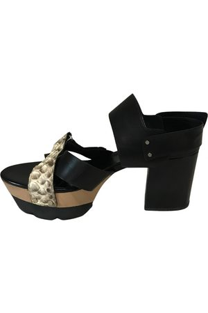 vic matiè Leather sandals
