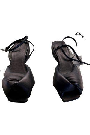 vic matiè Leather sandal