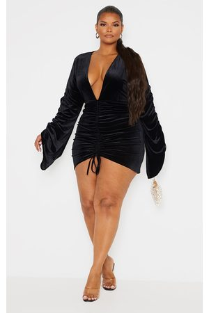 PRETTYLITTLETHING Plus Velvet Plunge Ruched Front Bodycon Dress