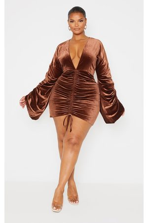 PRETTYLITTLETHING Plus Chocolate Velvet Plunge Ruched Front Bodycon Dress