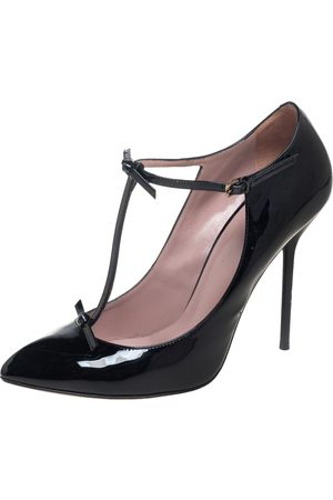 Gucci Patent Leather Pointed Toe T-Strap Pumps Size 39.5